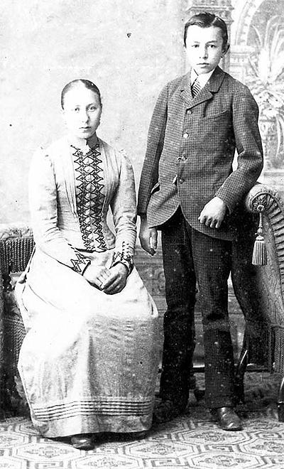Friedrich Karl Ströher mit seiner Schwester Bertha, um 1890