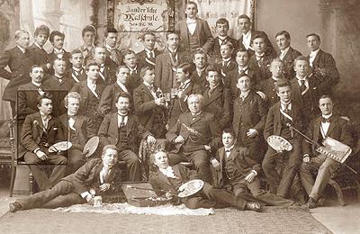 Zandersche Malschule in Halle, 1895, 2. Reihe, erster links