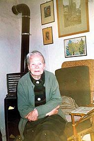 Charlotte Ströher im Haus in Irmenach, 1988